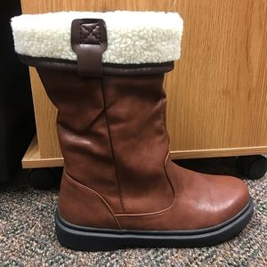 BRAND NEW! Brown boots